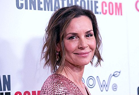 Embeth Davidtz Net Worth