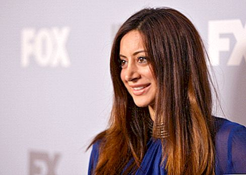 Noureen DeWulf Net Worth