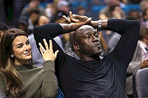 Lebe wie Mike! Michael Jordan Cuts Chicago Mansion Preis in der Hälfte !!