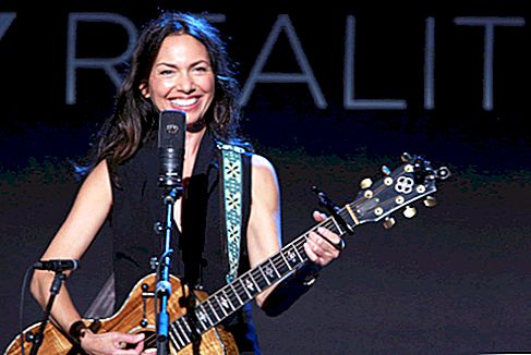 Susanna Hoffs Net Worth